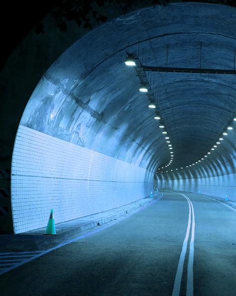 <span>터널/도로구조물</span><br> 고속도로,도시고속도로,지방도터널 및 지하차도 세척관리는 탄탄한 기술력 그린죤의 자랑입니다.